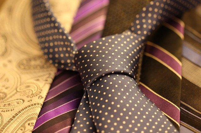 Cara Membuat Dasi Segitiga yang Mudah dan Gak Gampang Rusak